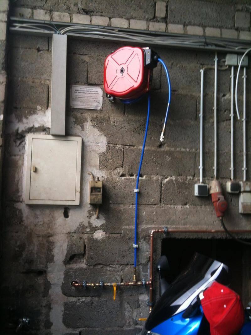 Druckluftschlauchtrommel installiert